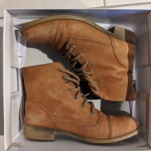 🟤Steve Madden's Resistt Leather Combat Boot